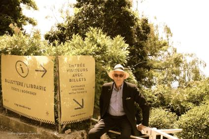 Michael Likierman at the entrance of Cap Moderne, 05:2015 @CelinaLafuenteDeLavotha