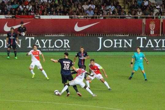 Traore fighting for ball possession with Zlatan @CelinaLafuenteDeLavotha