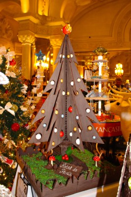 Christmas Tree No.20 :2015 Chocolate tree accompanied by a stay at the hotel with breakfast and lunch by Hotel de Paris and the Louis XV
