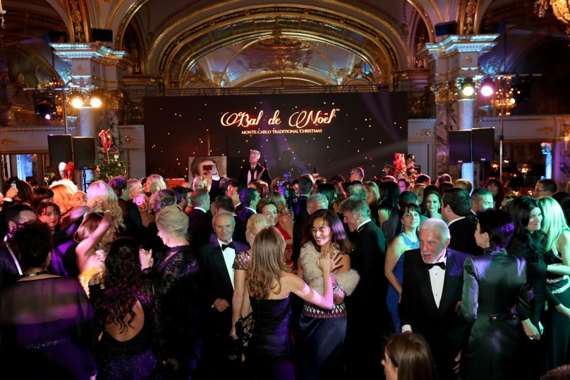 Guests on the dance floor at the Christmas Ball @Laurent Ciavaldini