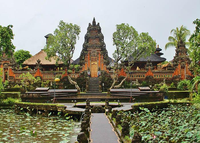 sarawati temple ubud.jpg