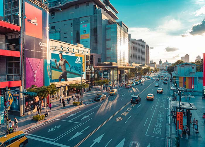 This image has an empty alt attribute; its file name is Taipei-Shopping.jpg