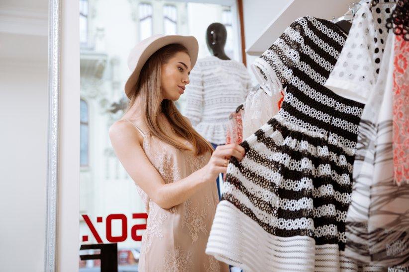 comment choisir sa robe parfaite ? Acheter une belle robe de soirée libanaise orientale sur Paris, Lyon, Marseille, Lille. Les plus belles robes.