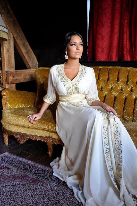 Robe longue orientale libanaise à louer sur paris. Magnifique robe blanche marocaine.