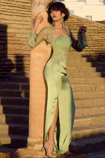 Robe taffetas longue ample. Robe broderie en perles. Robe saumon, grise, beige. Robe sexy et traine. Magnifique robe de soirée Dubai et libanaise. Robe de soirée, gala, mariage pas cher de qualité sur Paris, lille, marseille, lyon. Robe longue moulante couleur verte. Robe avec fente. Robe de soirée sexy. Robe Myriam Fares, Haifa Wehbe.