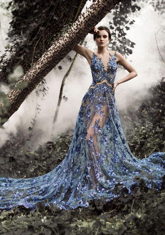 Robe orientale bleu clair en dentelle. Magnifique robe longue à louer pas cher sur Paris.