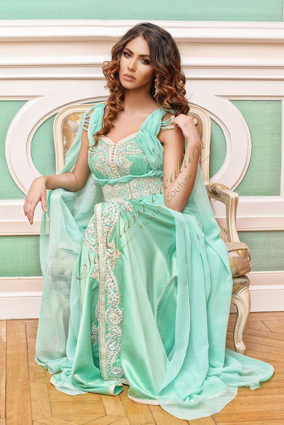 Magnifique robe de soirée Dubai et libanaise. Robe de soirée, gala, mariage pas cher de qualité sur Paris, lille, marseille, lyon. Robe longue couleur verte. Robe Dubai Abbaya, caftan. Robe capuche, robe turquoise. Robe en dentelle, en perles.