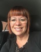Maria Harrysson berättar om hur klangmassage hjälpte henne efter en knäoperation.