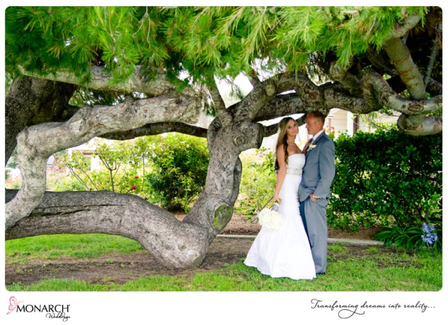 shabby-chic-park-wedding-under-trees