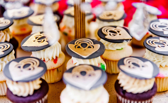 Gatsby-wedding-hey-there-cupcake-designer-wedding-cake-mini-cupcakes-us-grant-hotel