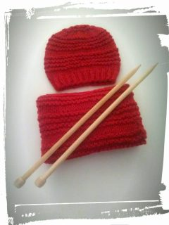 Bonnet et snood en laine couleur rouge point de gaudron monblabladefille.com
