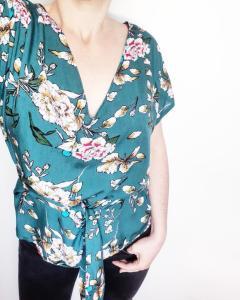 Photo patron de la blouse hinata notice de montage couture mespatronsdefille monblabladefille.com