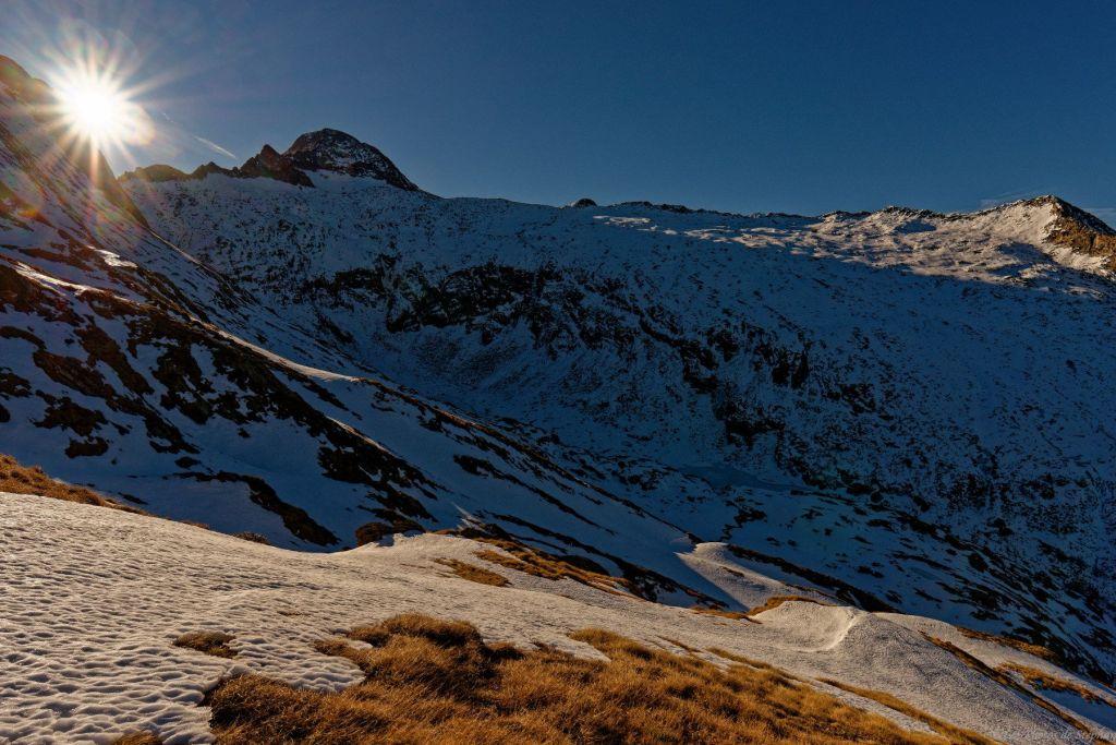 Arouech et Milouga gelés sous le Mont Valier