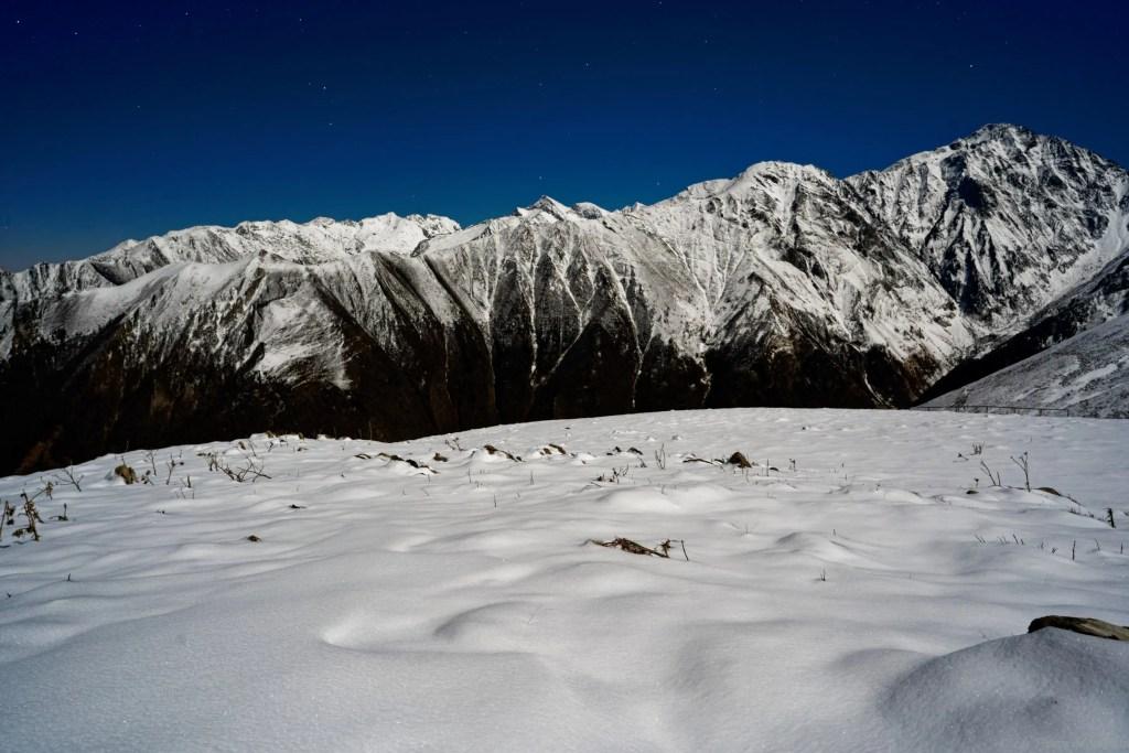 Nuit magique à la cabane de Lasplanous avec le mont Valier et le tuc du Coucou