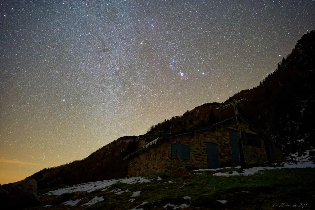 La cabane des Ludines sous les étoiles
