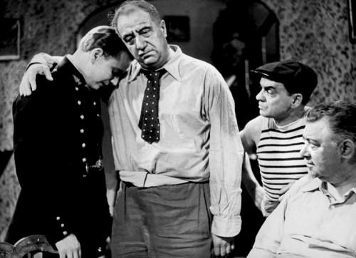 César de Marcel Pagnol (1936). Dernier volet de la trilogie marseillaise, César n'est pas comme les deux premiers opus, l'adaptation cinématographique d'une pièce de théâtre mais a été écrit directement pour l'écran. Pagnol a adapté le scénario pour le théâtre en 1946. Avec Raimu, Pierre Fresnay, Orane Demazis