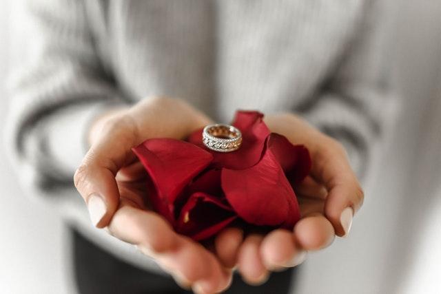 Le mariage est-il est un contrat ou une alliance?