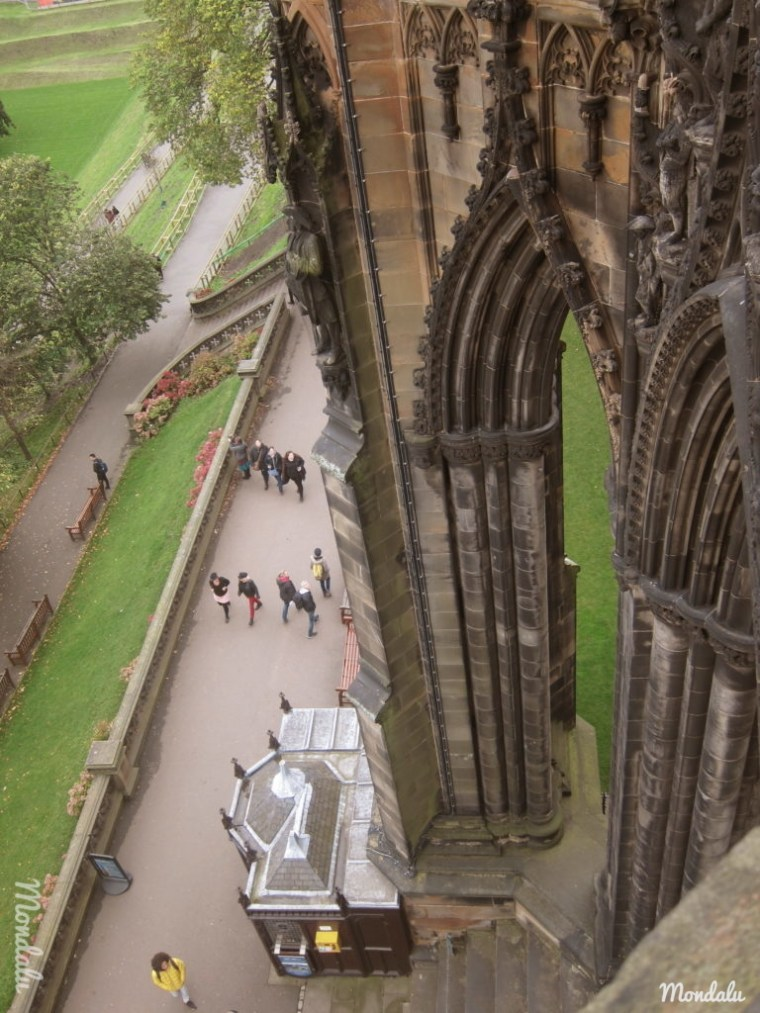 Photo du haut du Scott Monument, montrant l'architecture de la tour