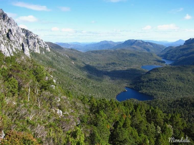 Vue sur les lacs du haut du Frenchmans Cap en Tasmanie