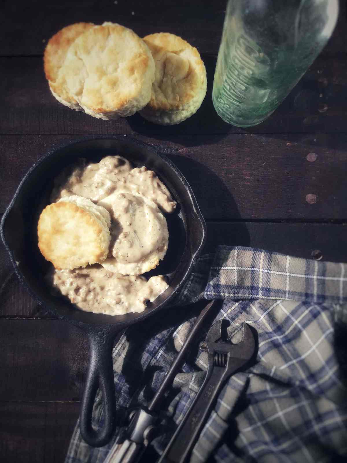 classicbiscuitswithsausagegravy