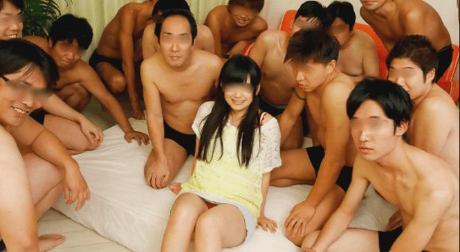 Une actrice porno meurt noyée de sperme lors d'un bukkake