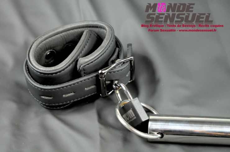 barre d'écartement menottes et cadenas