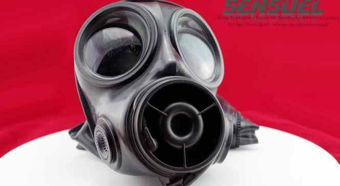 Test Masque à gaz avec Cagoule en latex