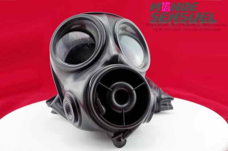 Masque à gaz avec cagoule latex