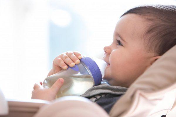 خطورة استخدام زجاجة الرضاعة والسكاتة