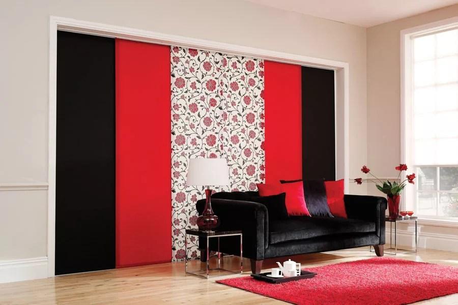 Potrete creare una perfetta parete scorrevole utilizzando le tende a pannello o, semplicemente sfruttando tessuti ed i diversi tipi di binari. 111 Esempi Di Tende A Pannello Moderne Per Interni Mondodesign It