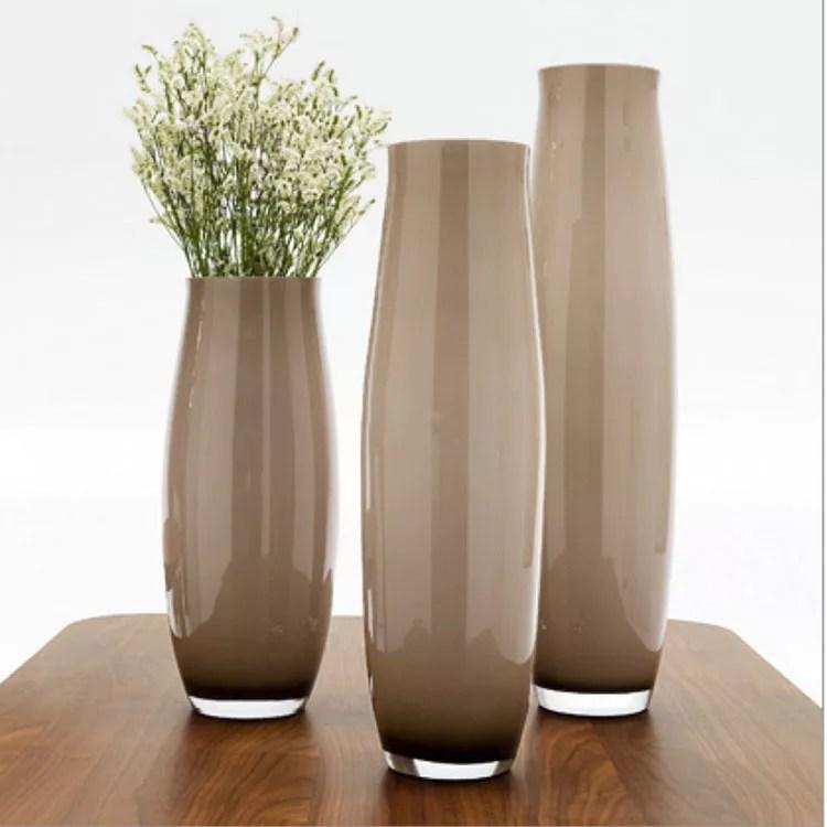 Vaso d'arredamento moderno realizzato in fine porcellana bianca con calla e foglia. 70 Vasi Moderni Per Interni Dal Design Particolare Mondodesign It