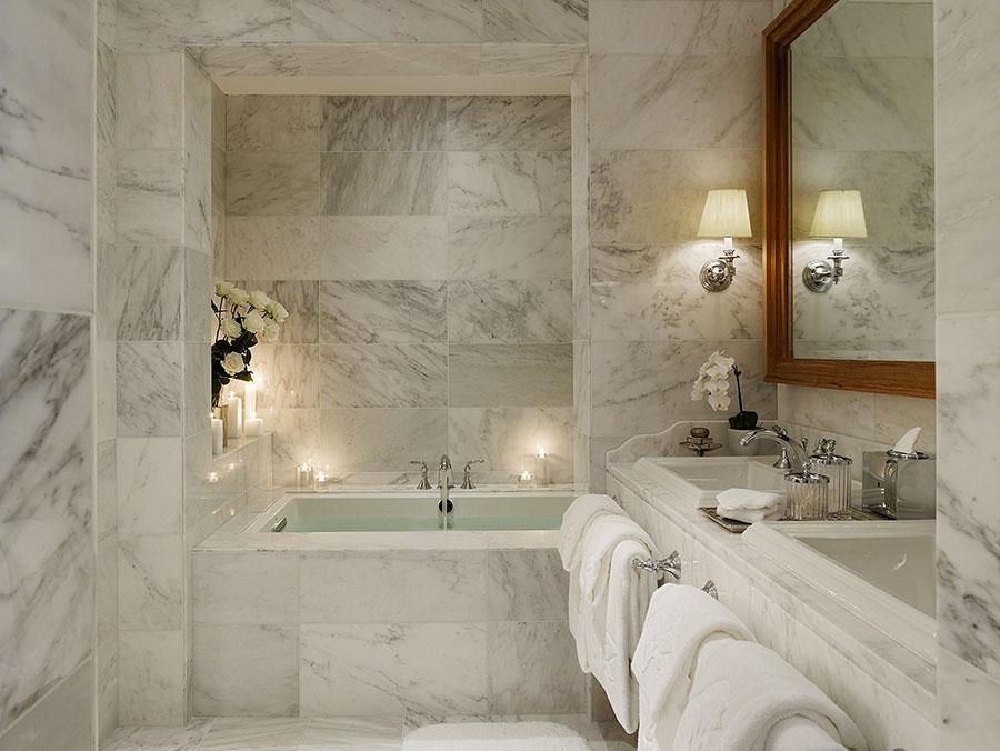 Bagni in Marmo Bianco 20 Idee per Arredi di Lusso  MondoDesignit