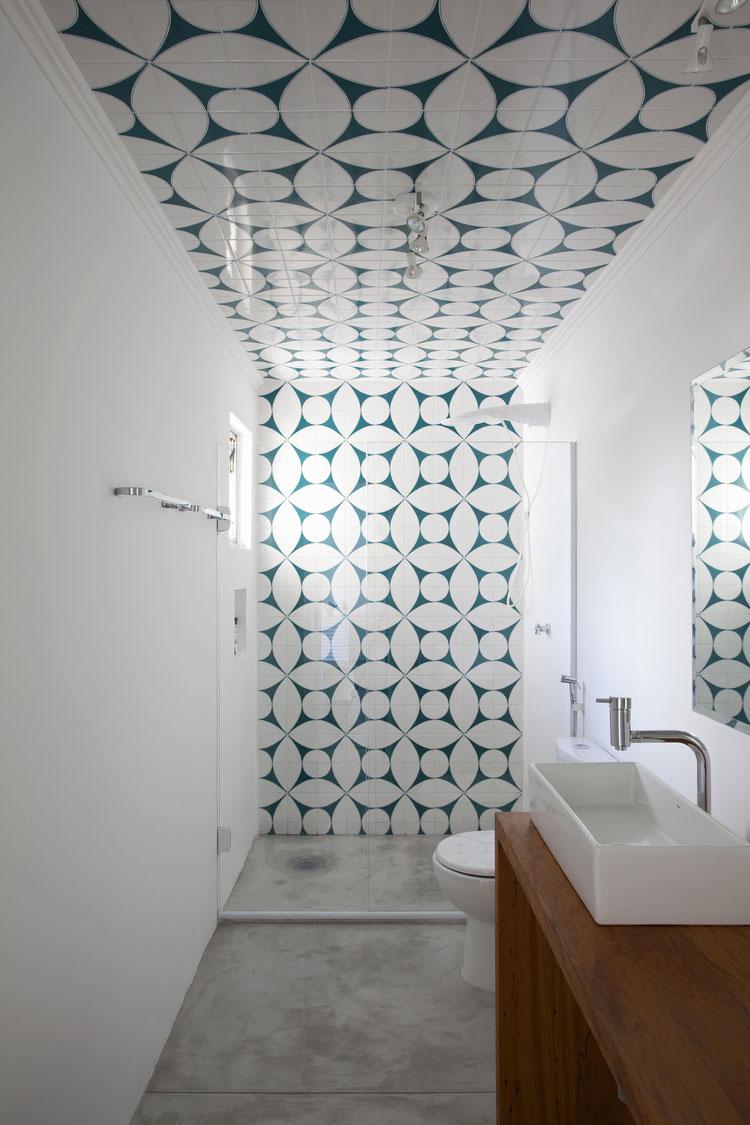 15 Idee di Design per Arredare un Bagno Stretto e Lungo  MondoDesignit