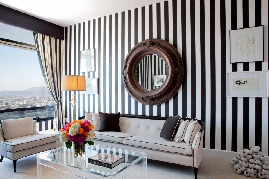 Dipingere le pareti a righe è un modo semplice per rendere una stanza più moderna e per conferirle maggiore carattere. Pareti A Righe Verticali 25 Idee Da Copiare Per Decorare Gli Interni Mondodesign It