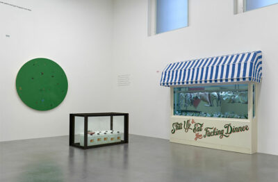 Gallery Una sala della mostra End of a Century. Photographed by Prudence Cuming Associates © Damien Hirst and Science Ltd