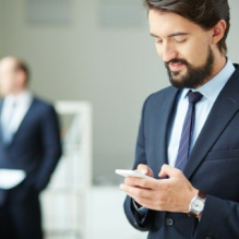 male-executive-using-his-mobile-phone_1098-1225