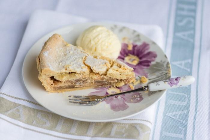 Marzipan-Apple-Pie-Mondomulia-7-2