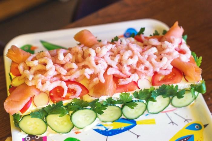 Swedish-Sandwich-Cake-Midsummer-13