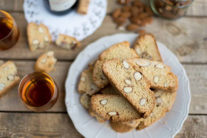 A traditional Tuscan recipe: Cantucci biscotti.