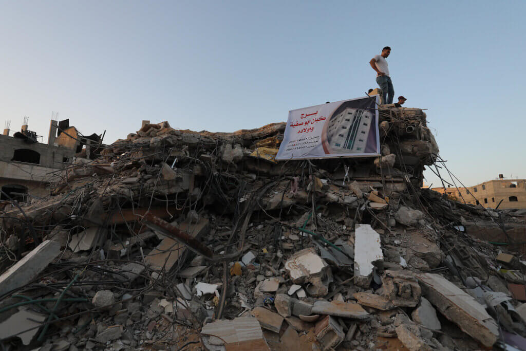 Gaza's housing ministry estimates 16,800 housing units were damaged during the recent Israeli attacks. Of those, 1,800 are now unfit for living in and 1,000 were destroyed completely. (Photo: Ashraf Amra/APA Images)