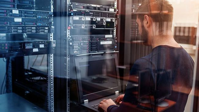 Kickstart a career as an IT professional with this training course