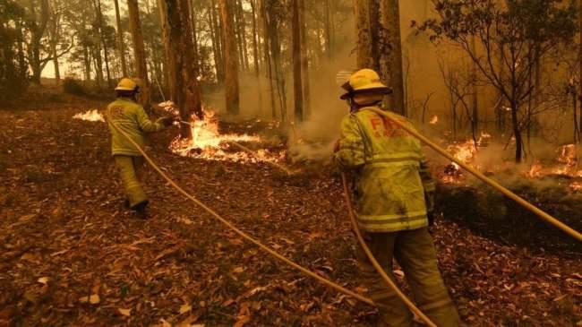 Raging Australian bushfire overruns firefighters within seconds in terrifying video