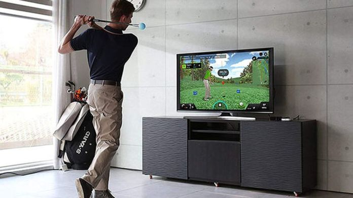Play on realistic simulations of world famous golf courses.
