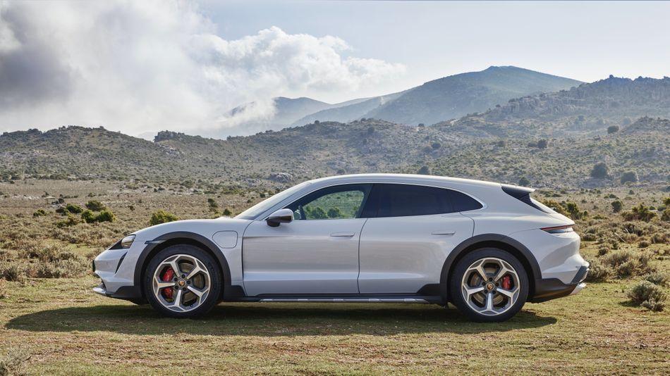 Porsche premieres longer, tougher electric Taycan: the Cross Turismo