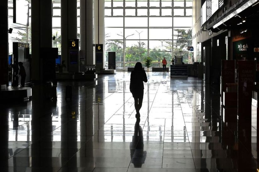 The arrival hall of Hanoi Noi Bai International Airport is practically dried up.