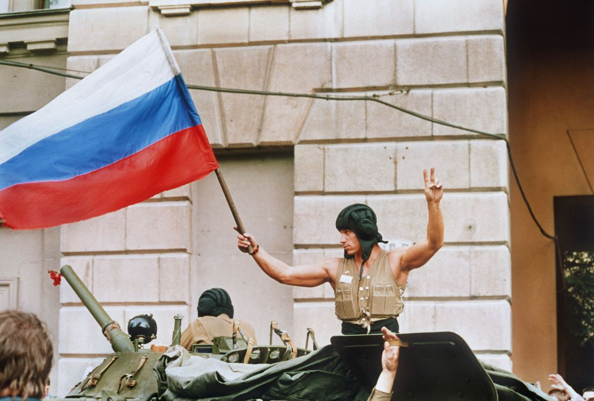 On Aug. 21, 1991, armoured units leave their positions in Moscow following the collapse of the military coup.