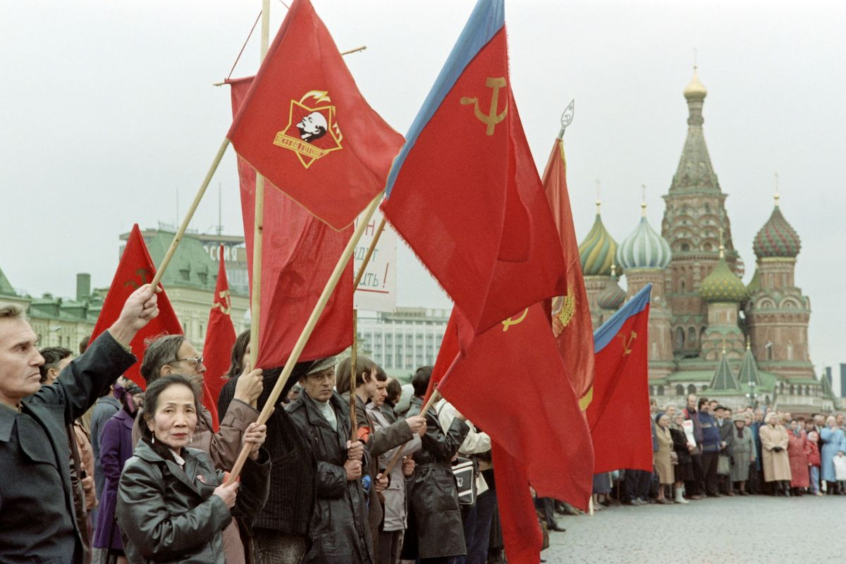 People from various parts of the Soviet Union hold flags in Red Square on Oct. 5, 1991, protesting desecrations of Lenin's memory since the failed coup. Statues of the Soviet founder were removed; the Mayor of Moscow closed Lenin's tomb.