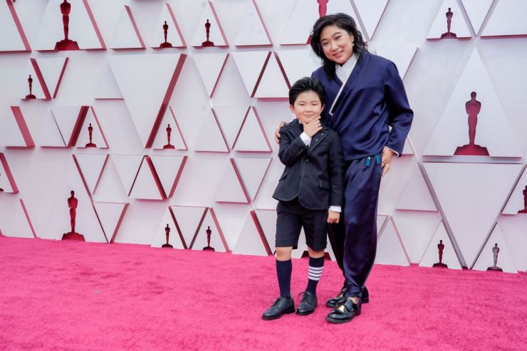 LOS ANGELES, CALIFORNIA – APRIL 25: (L-R) Alan S. Kim and Christina Oh attend the 93rd Annual Academy Awards at Union Station on April 25, 2021 in Los Angeles, California. (Photo by Chris Pizzello-Pool/Getty Images)