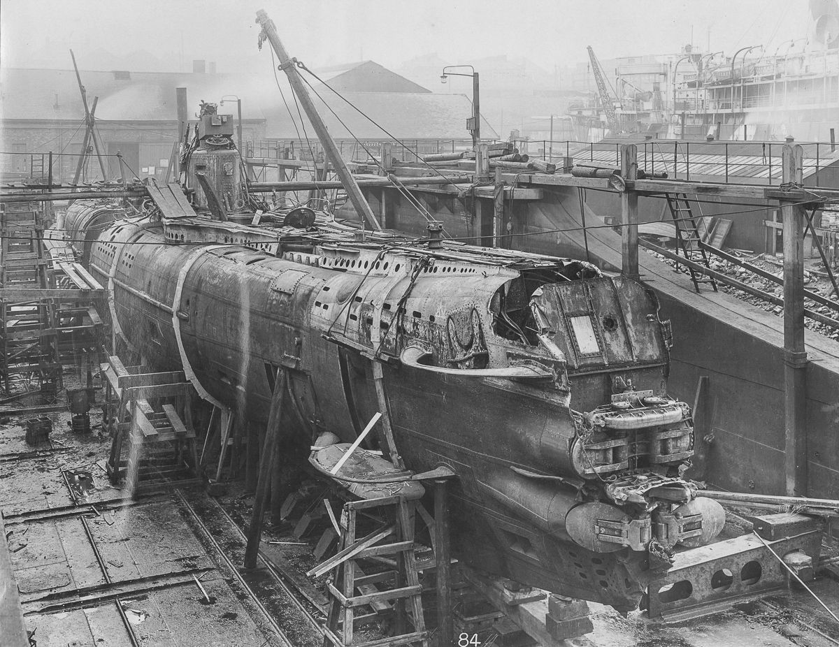 hight resolution of u b 110 in dry dock