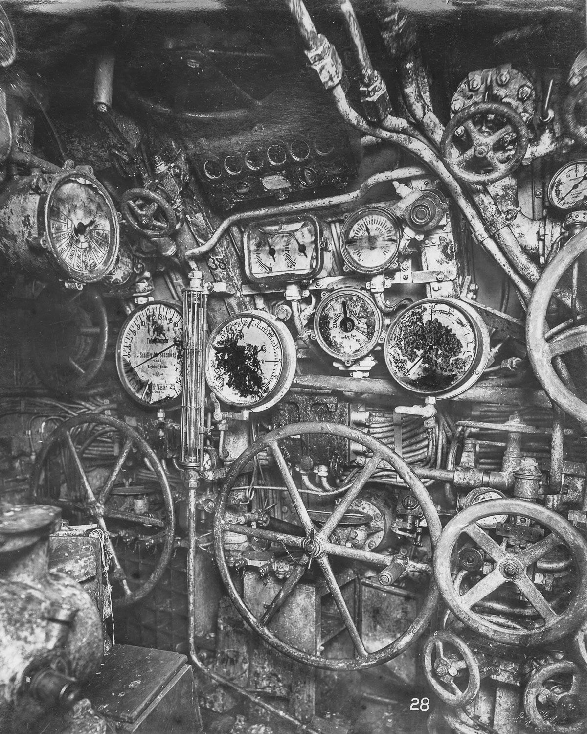 control room looking forward the depth gauge engine telegraphs wheels for flooding and blowing and hydroplane controls are visible  [ 1200 x 1500 Pixel ]